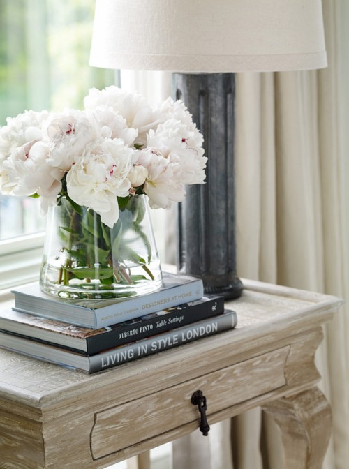 Side-Table-Decor-Ideas.-How-decorate-side-table-or-bedroom-nightstand.-Interior-Design-by-Beth-Webb-Interiors.-