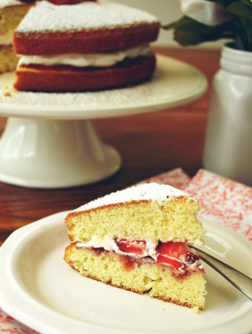 Queen Victorian Cake12